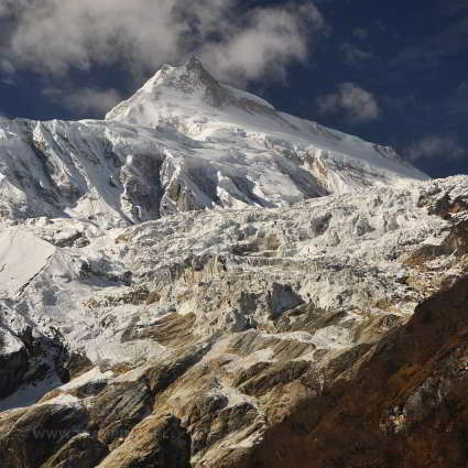 manaslu w himalajach nepalu
