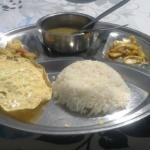Jedzenie-w-nepalu-na-trekkingu-dhal-bhat