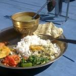 dhal-bhat-jedzenie-w-nepalu