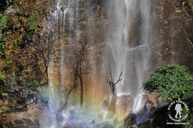 wodospad na trasie trekkingu dookoła Manaslu