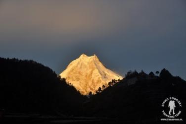 wschód słońca na Manaslu