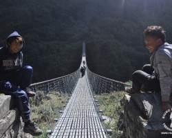 wiszacy-most-himalaje-nepal